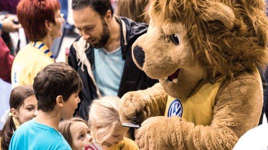 Henri in seinem Element: Bei den Fans der Basketball Löwen Braunschweig.
