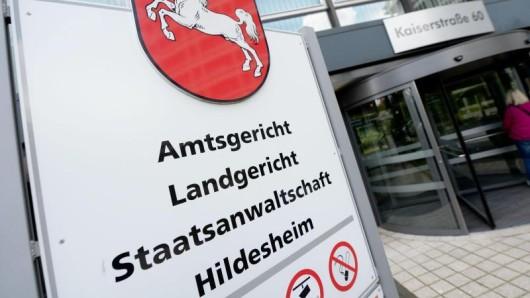 Vor dem Landgericht Hildesheim muss sich ab Montag ein 72-Jähriger verantworten. (Symbolbild)