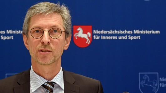 Niedersachsens LKA-Präsident Uwe Kolmey. (Archivbild)