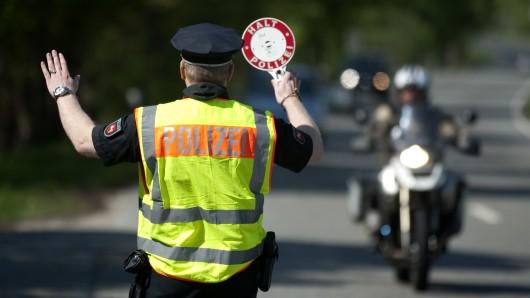 Gegen die erkannten und angehaltenen Fahrer wurde ein Ordnungswidrigkeitenverfahren eingeleitet (Symbolbild).