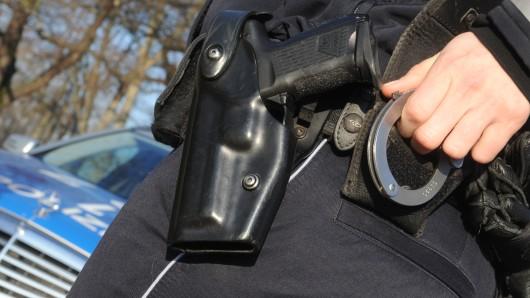 Drei jungen Wolfsburgern konnte nicht mal mit Eintreffen der Polizei Respekt vermittelt werden (Symbolbild)