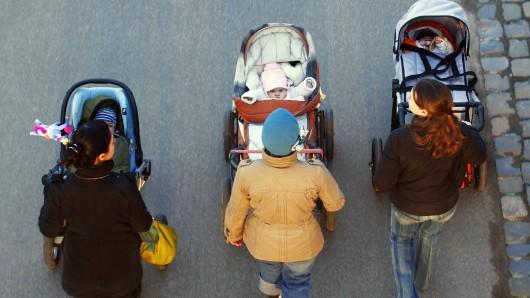 Auch Kinderwagen werden angeboten. (Symbolbild)