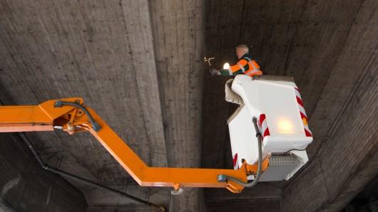 Wegen Brückenarbeiten kann es auf der A2 Richtung Berlin eng werden. (Symbolbild)