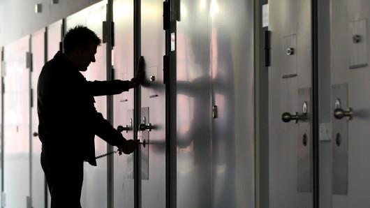 Der Verdächtige kommt am Mittwoch vor den Haftrichter (Symbolbild).