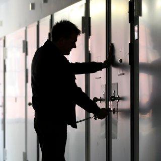 Ein mutmaßlicher Ladendieb sitzt  nach zwei Taten in Haft (Symbolbild).