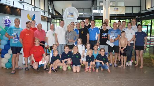 Einige Teilnehmer des 24-Stunden-Schwimmens.