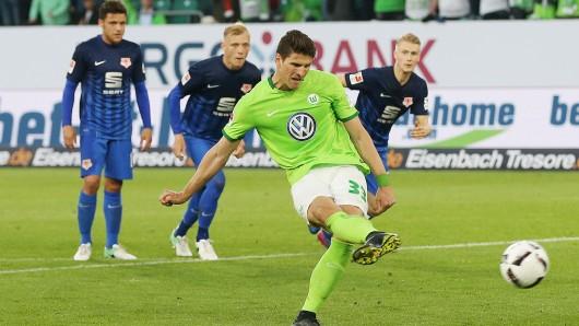 Der entscheidende Schuss: Mario Gomez erzielt das 1:0.