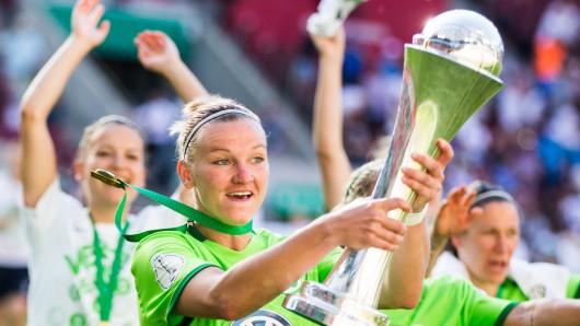 Wolfsburgs Alex Popp – erst Platzverweis, dann Pokal!