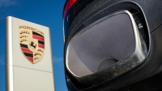 Der Auspuff eines Porsche Cayenne. (Symbolbild)