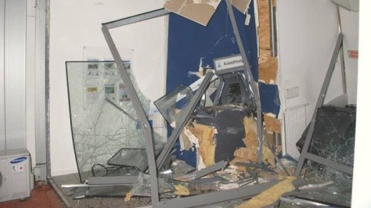 Ein Bild aus Burgwedel. Die Täter richteten einen gewaltigen Schaden an.