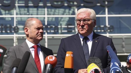 Bundespräsident Frank-Walter Steinmeier und Hamburgs Erster Bürgermeister Olaf Scholz (SPD, links).