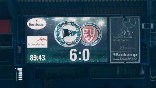 Für die Masochisten unter den Eintracht-Fans: Die Anzeigetafel in Bielefeld.