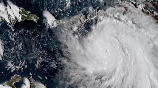 Das von der Nasa veröffentlichte Satellitenfoto zeigt Hurrikan Maria am 18. September um 20.30 Uhr vor den Kleinen Antillen.