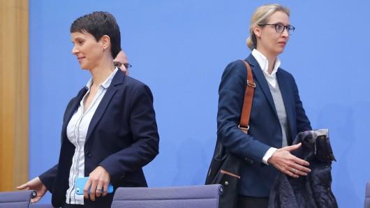 Frauke Petry (auf dem Bild links) und Alice Weidel (beide AfD).