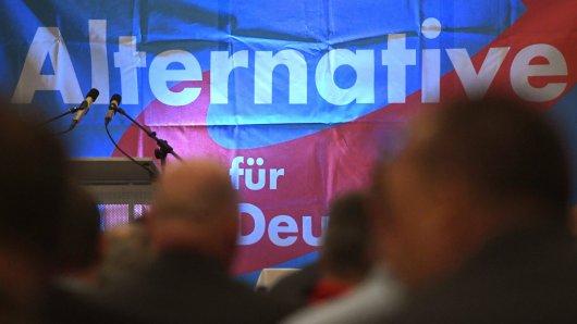 Der Verfassungsschutz in Niedersachsen nimmt nach einem NDR-Bericht die AfD als Prüffall ins Visier. (Symbolbild)