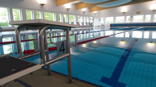 Das Schwimmbecken des Badezentrums Negenborn bleibt noch mindestens eine Woche leer.