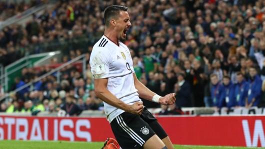 Sandro Wagner bejubelt sein Tor zum zwischenzeitlichen 2:0 für Deutschland in Nordirland.