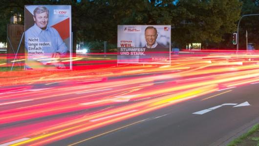 Wahlplakate von CDU-Spitzenkandidat Bernd Althusmann und Niedersachsens Ministerpräsident Stephan Weil (SPD) in Hannover.