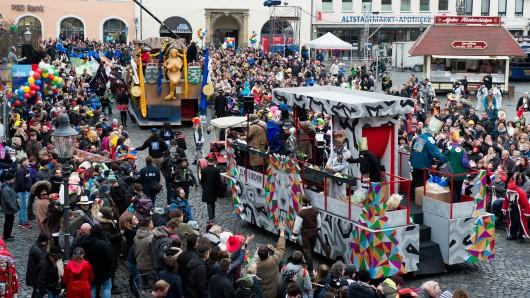 Der Schoduvel gilt als der größte Karnevalsumzüge in Norddeutschland. (Archivbild)