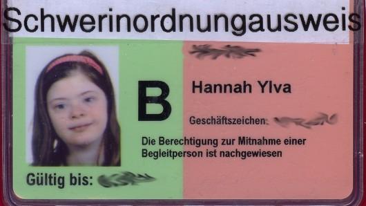 Schwerinordnungausweis steht auf dem Schwerbehinderten-Ausweis der Pinneberger Schülerin Hannah.