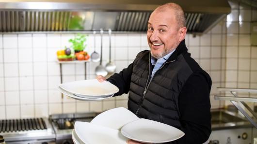 Sternekoch Frank Rosin hat jeweils nur einige Tage Zeit, um die Gastrobetriebe wieder auf Vordermann zu bringen.