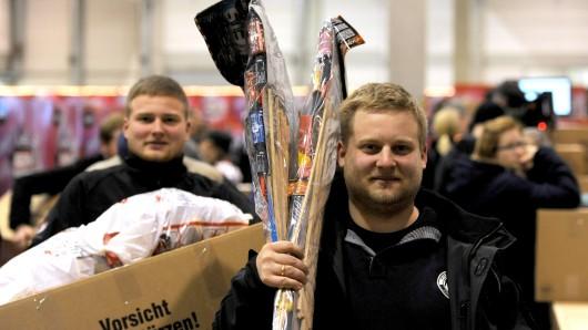 Zwei Freunde beim Raketen-Shopping. (Archivbild)