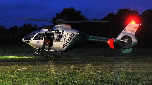 Die Polizei Wolfenbüttel hat auch in der Nacht mit einem Hubschrauber nach der Vermissten gesucht (Symbolbild).