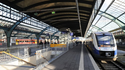 Blick in die historische Gleishalle des Hauptbahnhofs in Oldenburg. (Archivbild)