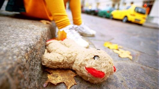 Ein Mann und seine Frau sollen in einer Wohngruppe in Gifhorn Minderjährige missbraucht haben.