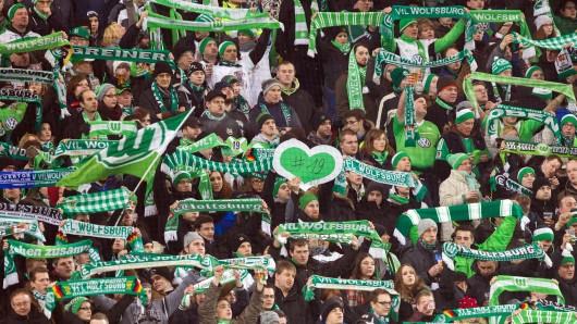Fans des VfL im Stadion. (Archivbild)
