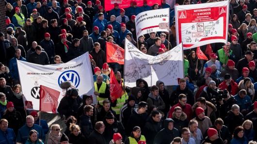 Die Warnstreiks finden in den sechs westdeutschen VW-Werken, Emden, Hannover, Wolfsburg, Salzgitter, Braunschweig und Kassel statt.