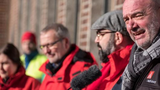 Der Betriebsratsvorsitzende und Aufsichtsratsmitglied bei Volkswagen, Bernd Osterloh spricht beim VW-Warnstreik.