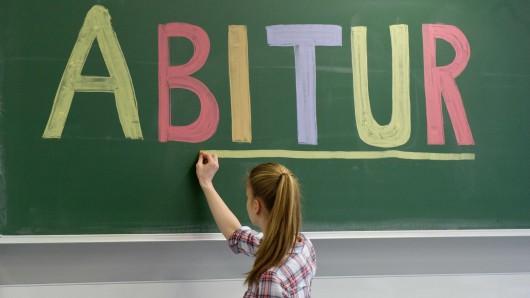 Wegen der Streiks können die Abiturprüfungen verlegt werden. (Symbolbild)