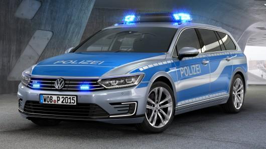 Mehrere Streifenwagen aus Wolfsburg waren informiert. (Symbolbild)