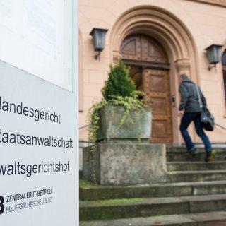 Die Generalstaatsanwaltschaft in Celle prüft, ob es Anhaltspunkte für hier verfolgbare Straftaten gibt. (Archivbild)