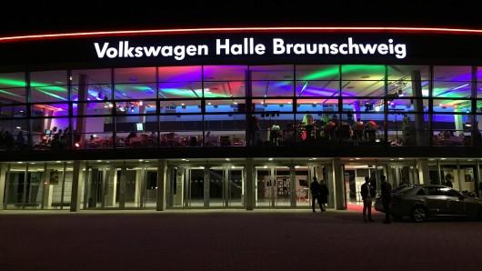 Der Überfall soll vor der VW-Halle stattgefunden haben. (Archivbild)