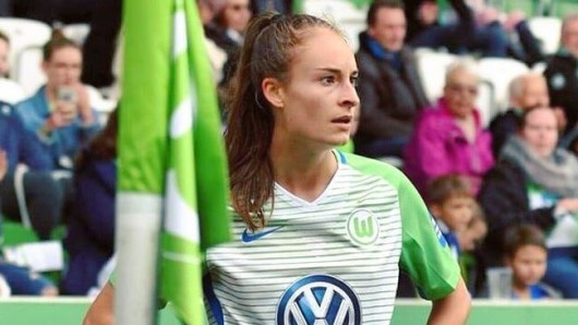 Tessa Wullaert beim Eckball für den VfL.