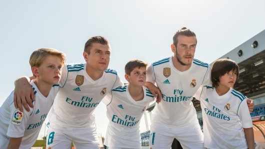 Toni Kroos und Gareth Bale mit dem Real-Nachwuchs.