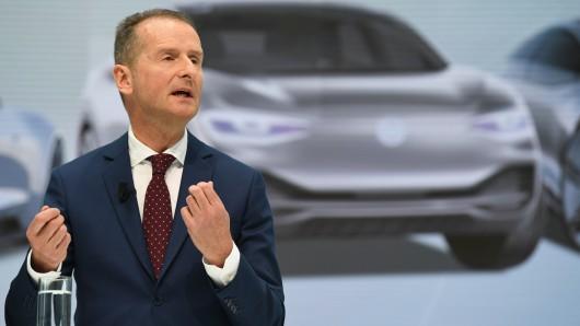 Der neue VW-Chef Herbert Diess muss sich auf der VW-Hauptversammlung heute den Fragen der Aktionäre stellen.