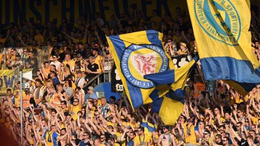 In der heimischen Arena hofft die Eintracht wieder auf lautstarkes Brüllen von den Rängen (Symbolbild) .