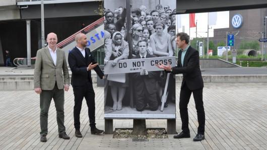 Von links: Josef Schulze Sutthoff (Leiter InnovationsCampus der Wolfsburg AG), Michael Ernst (Leiter Designer Outlets Wolfsburg) und Ralf Beil (Direktor Kunstmuseum Wolfsburg).