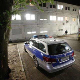Der Sicherheitsdienst der Zentralen Anlaufstelle für Asylbewerber in Halberstadt rief die Polizei zur Hilfe (Symbolbild).