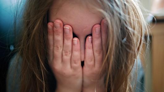 Jede Woche trifft es mehr als 250 Kinder, die Opfer von sexueller Gewalt werden. Das sind mehr als 36 pro Tag (Symbolbild)...