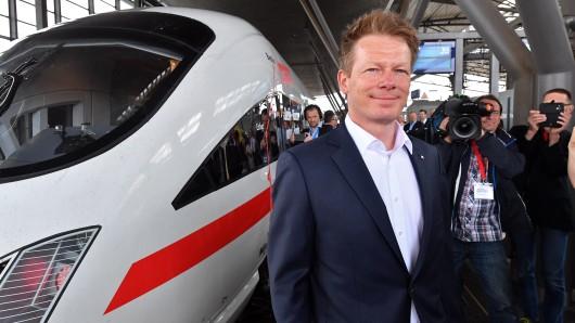 Bahnchef Richard Lutz vor einer Testfahrt (Archivbild).