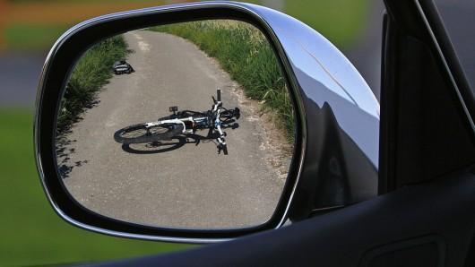 Ein Radfahrer musste stark abbremsen, um einen Unfall zu vermeiden (Symbolbild).