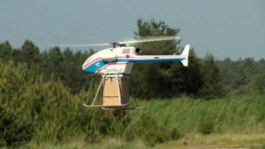 Der unbemannte Hubschrauber superARTIS (Autonomous Rotorcraft Testbed for Intelligent Systems) im Einsatz.