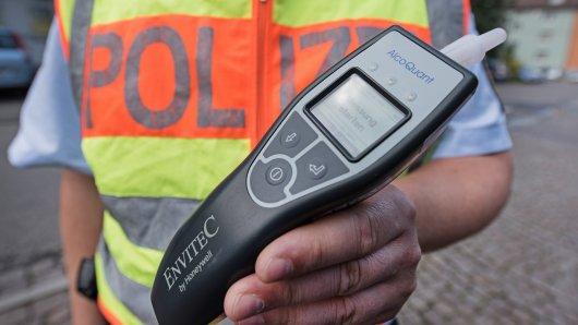 In Salzgitter hat die Polizei einen Autofahrer mit knapp vier Promille erwischt. (Symbolbild)