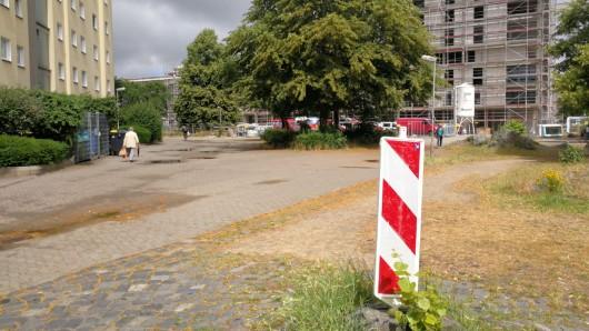 Noch ist der Alsterplatz ziemlich verwildert. Das soll sich bald ändern.