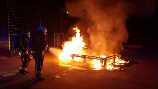 Am Schulzentrum Vorsfelde stand eine Sitzbank in Flammen.