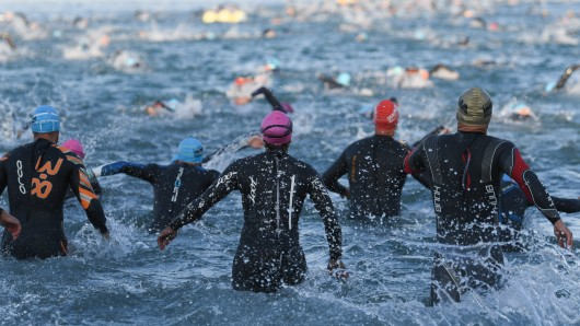 Erst in Schwimmen angesagt: Der Tankumsee-Triathlon startet (Symbolbild).